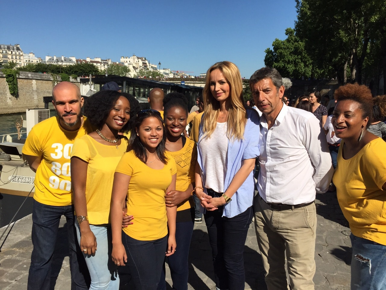 Michel et Adriana 2 chorale gospel VOICE2GETHER_ tournage emission TV France 2_ Michel Cymes et Adriana Karembeu